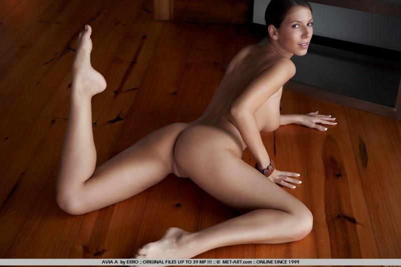 avia-a-floor-naked-met-art-07