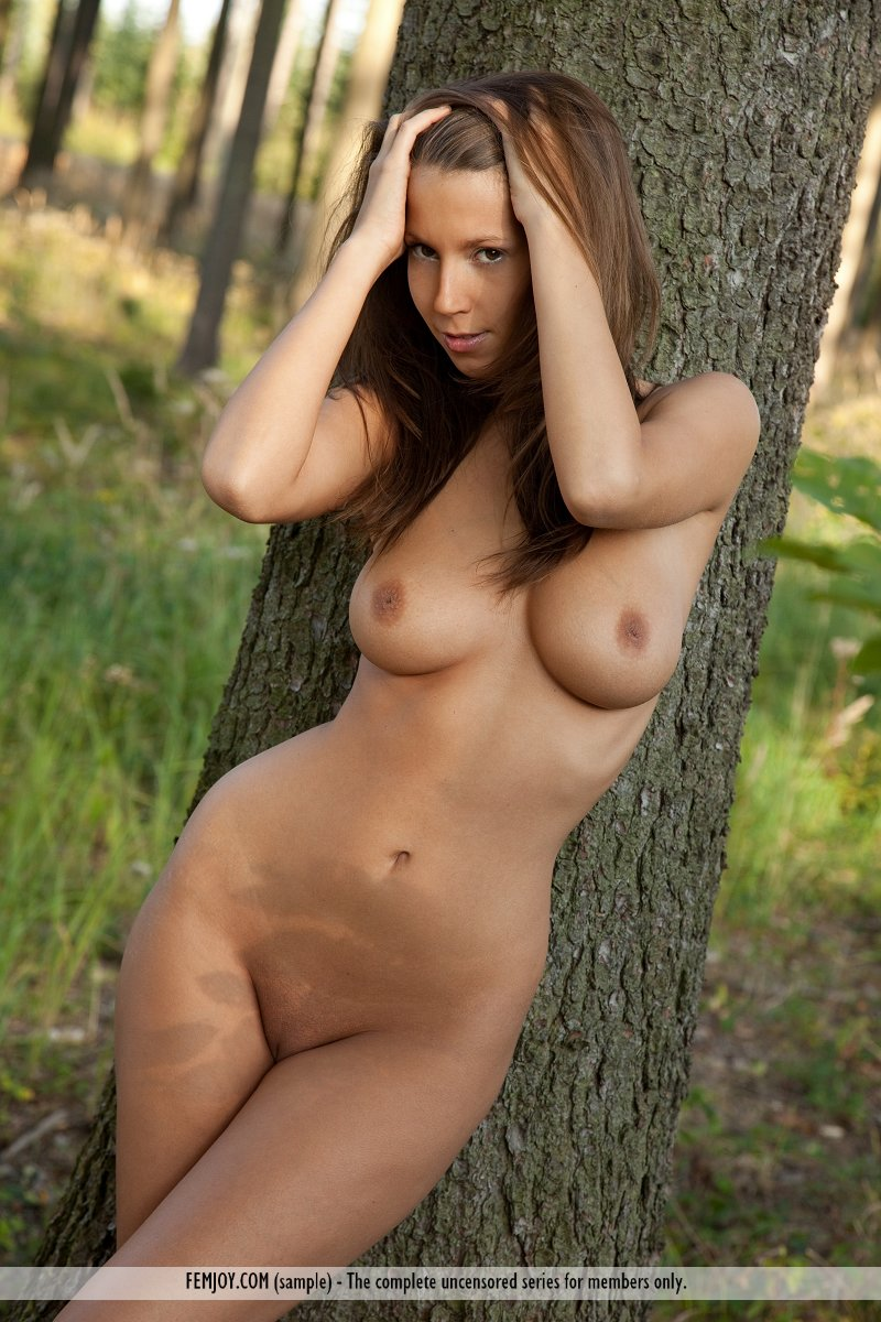 lizzie-nude-boobs-forest-femjoy-08