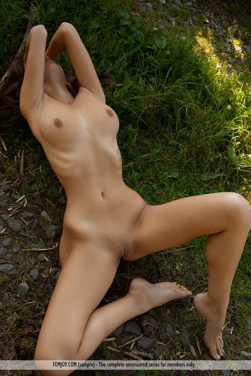 lizzie-nude-boobs-forest-femjoy-16