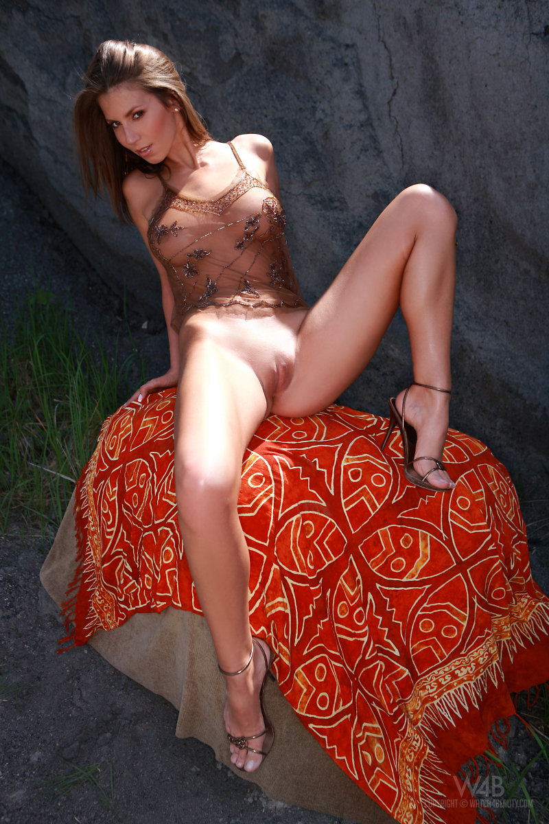 lizzie-rocks-watch4beauty-03