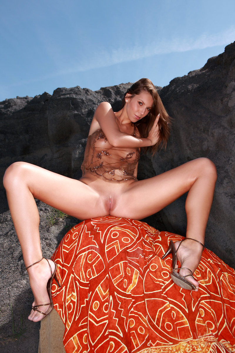 lizzie-rocks-watch4beauty-04