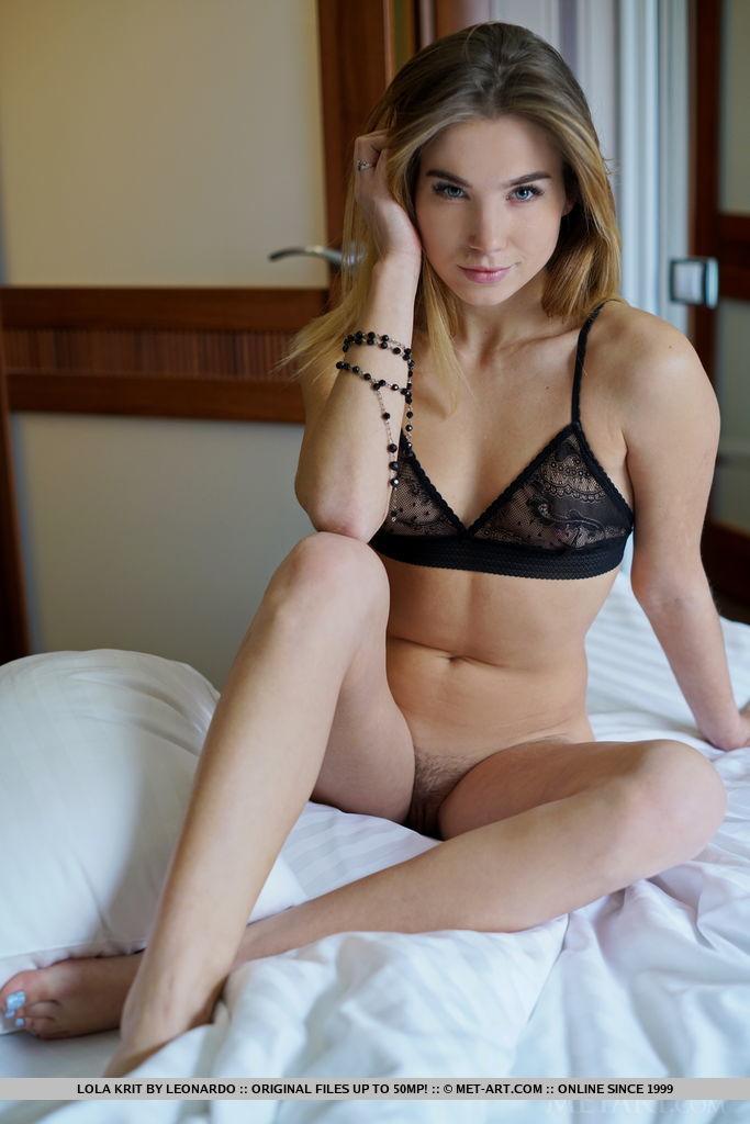 lola-krit-small-tits-bedroom-nude-metart-03