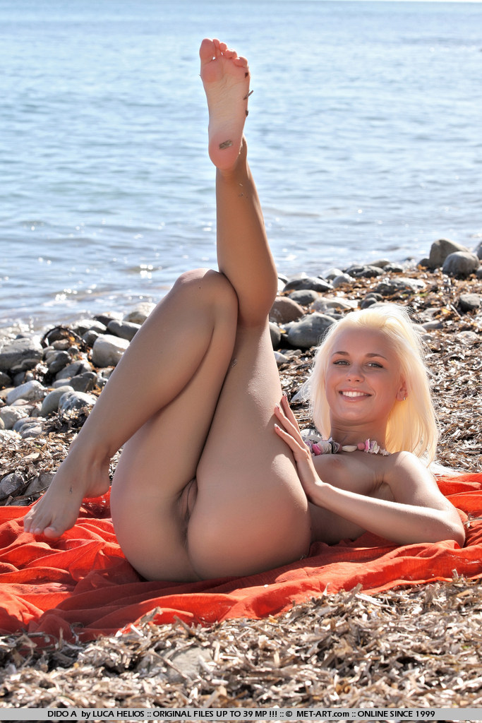 dido-a-beach-seaside-metart-12