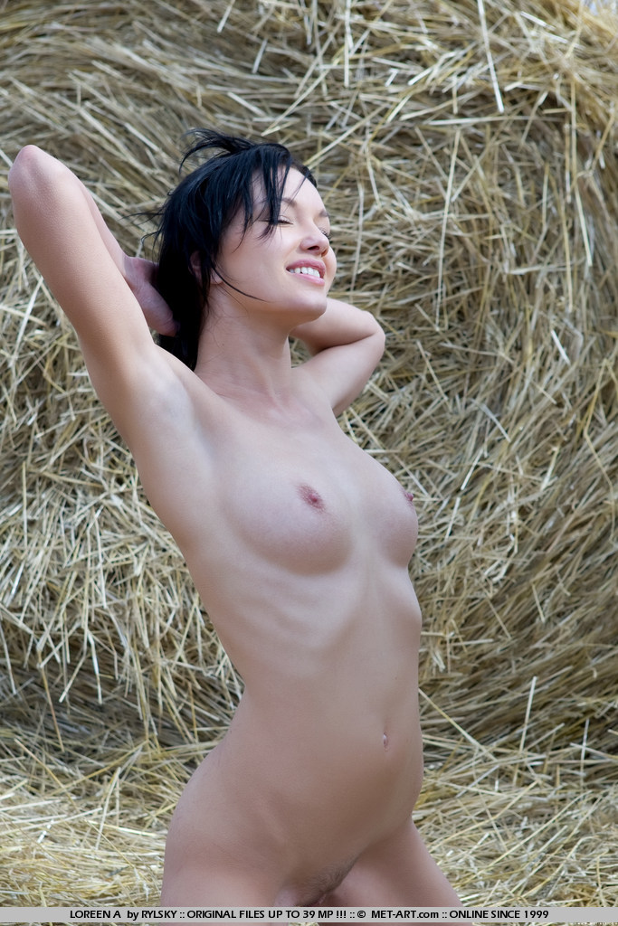 loreen-a-bale-of-hay-metart-12