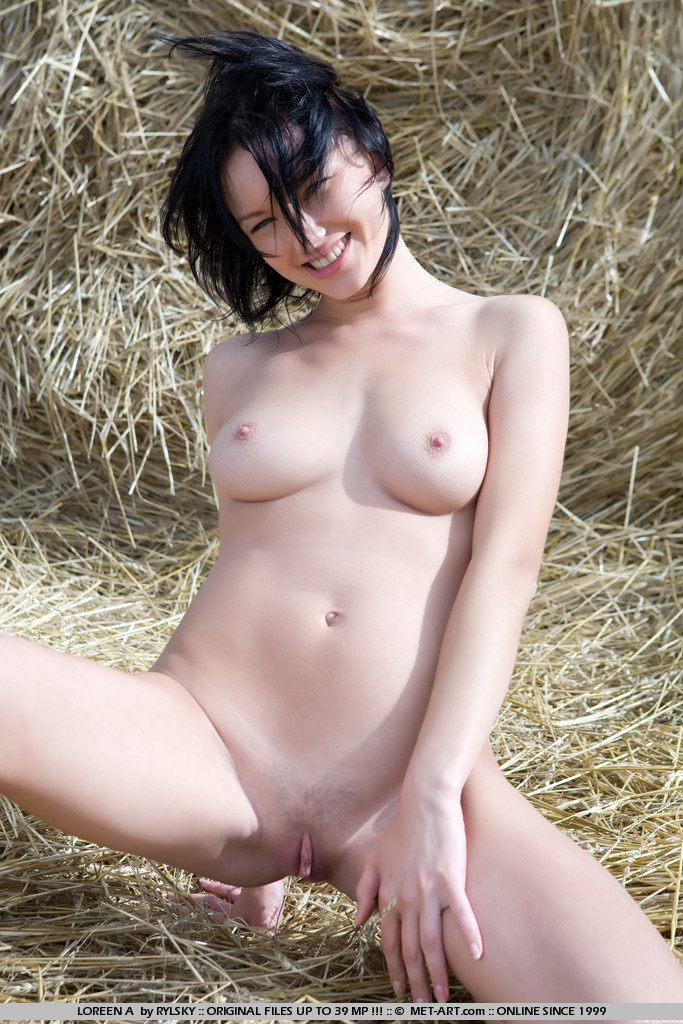 loreen-a-bale-of-hay-metart-14