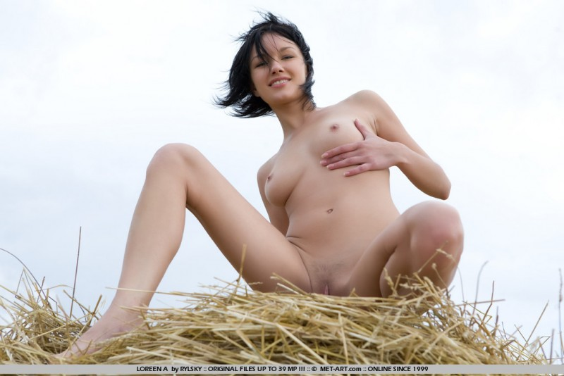 loreen-a-bale-of-hay-metart-18