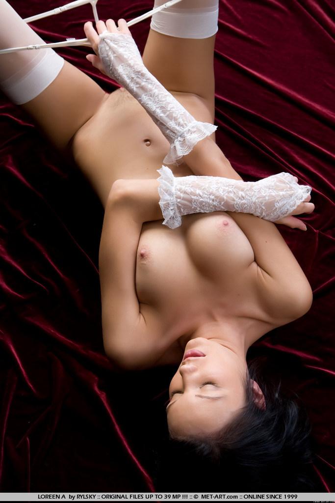 loreen-a-white-stockings-met-art-01