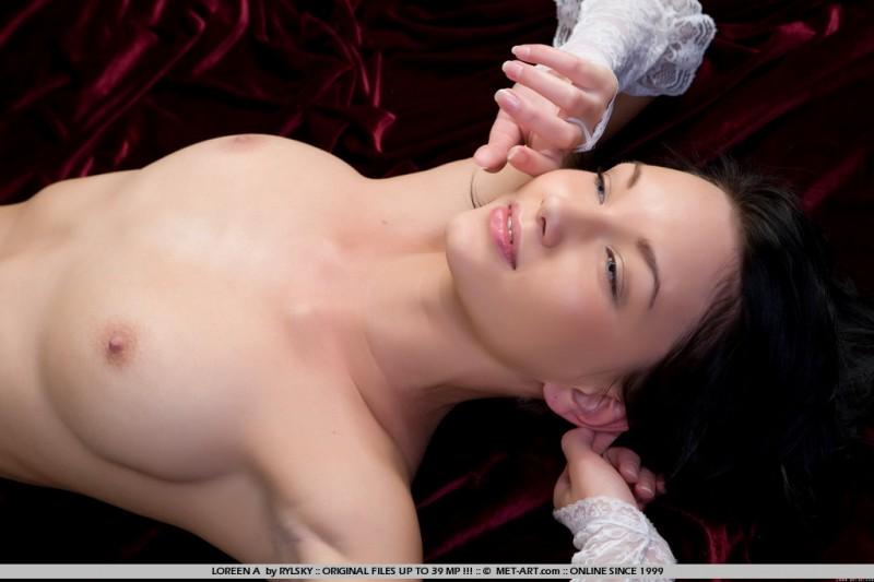 loreen-a-white-stockings-met-art-04