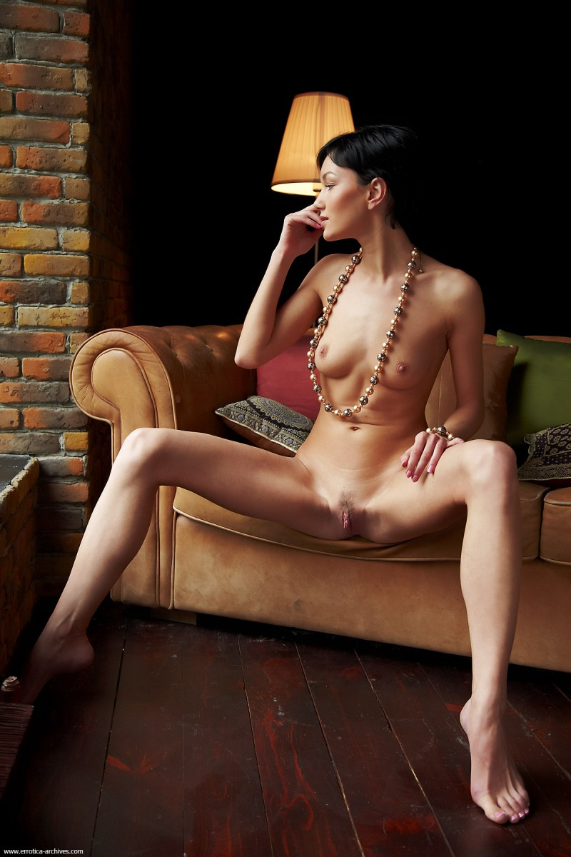 loreen-a-couch-errotica-archives-01