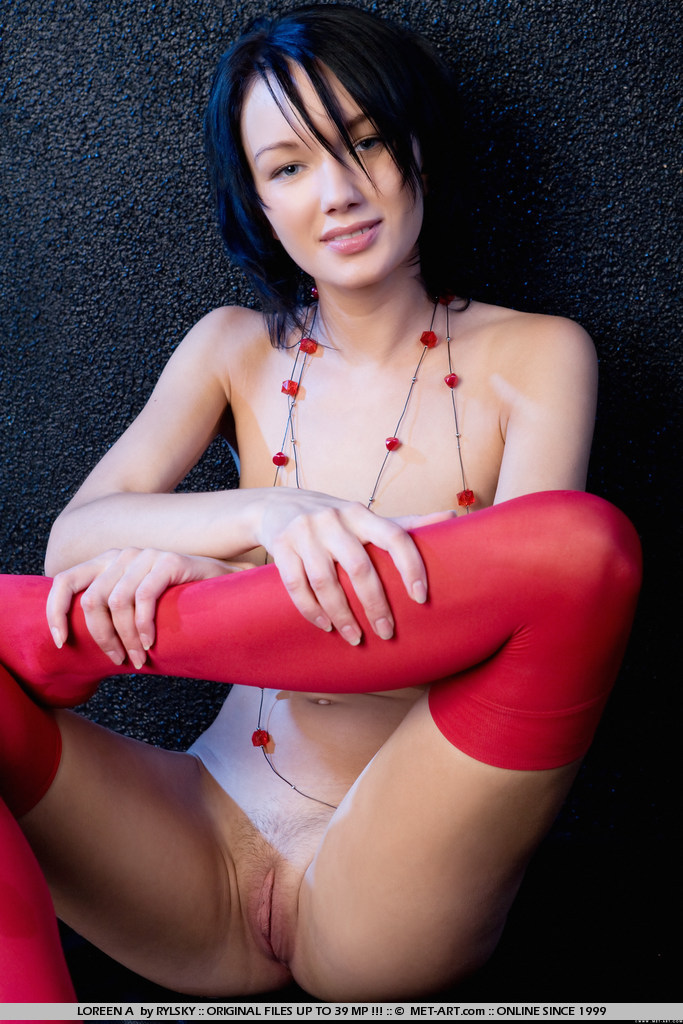 loreen-a-red-stockings-met-art-08