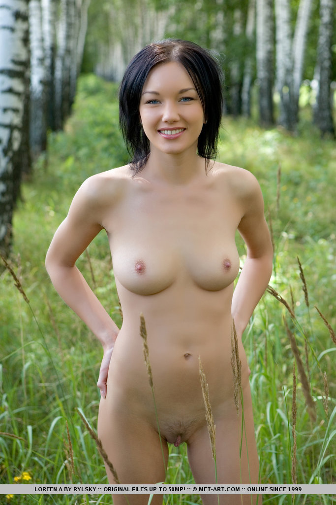 loreen-a-walk-nude-to-forest-metart-10