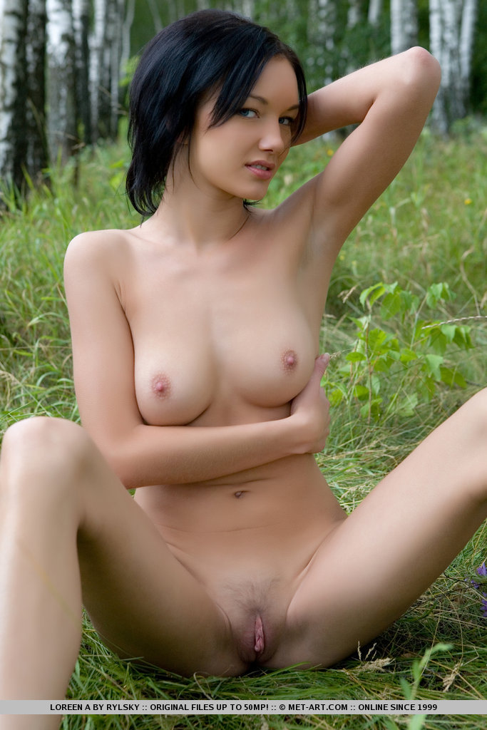 loreen-a-walk-nude-to-forest-metart-14
