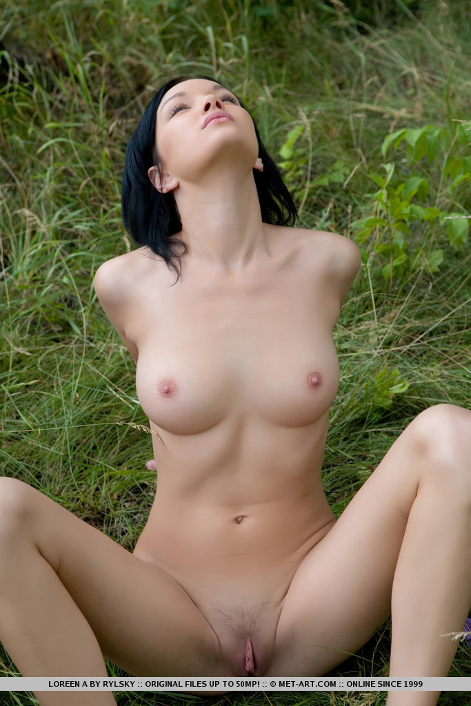 loreen-a-walk-nude-to-forest-metart-18