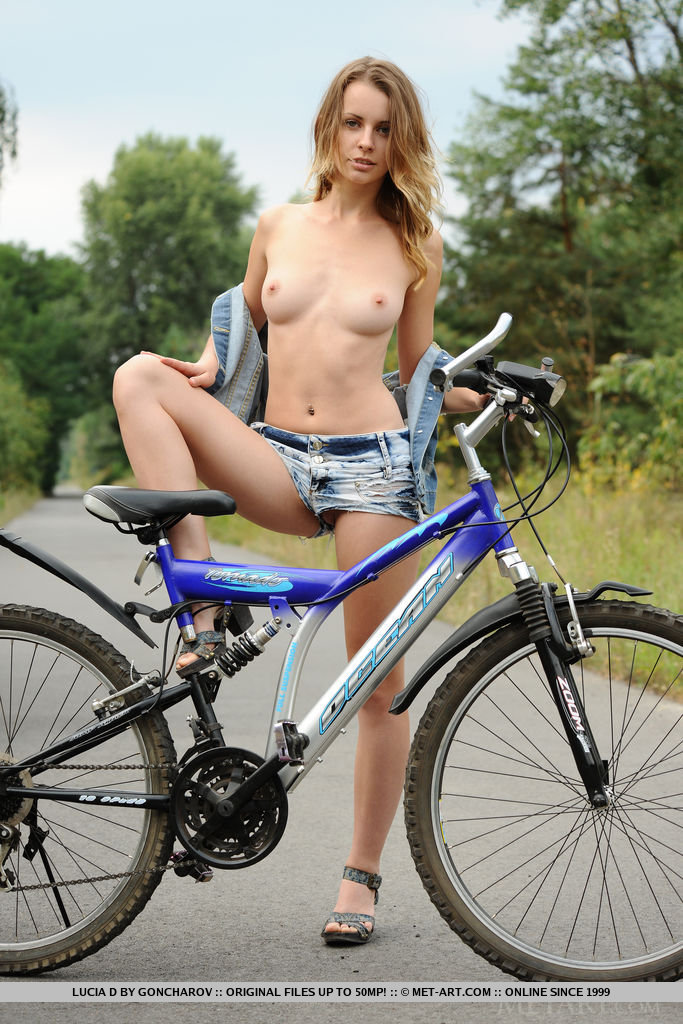 free hot biker girl gallary