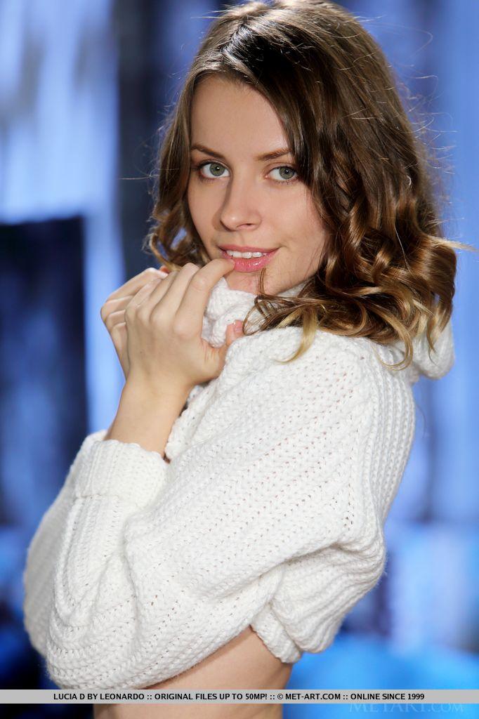 lucia-d-bottomless-sweater-metart-01