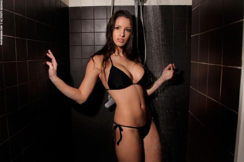luciana-shower-photodromm-01