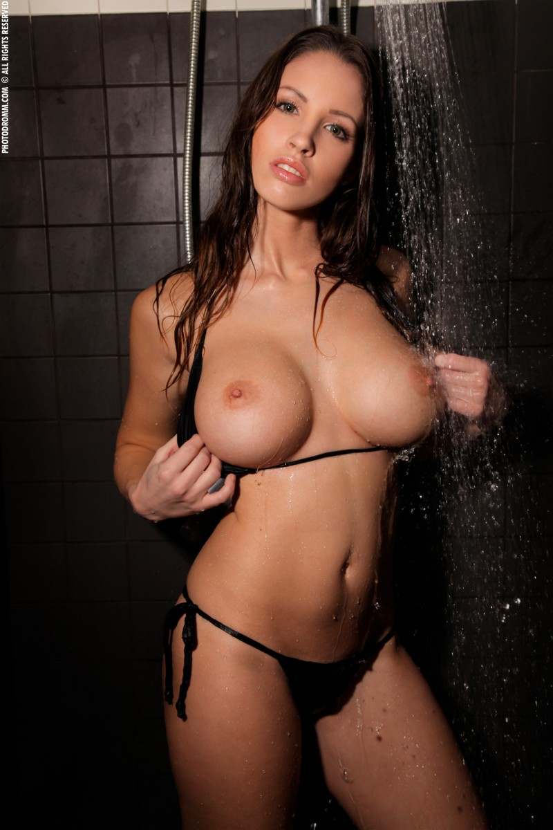 luciana-shower-photodromm-03