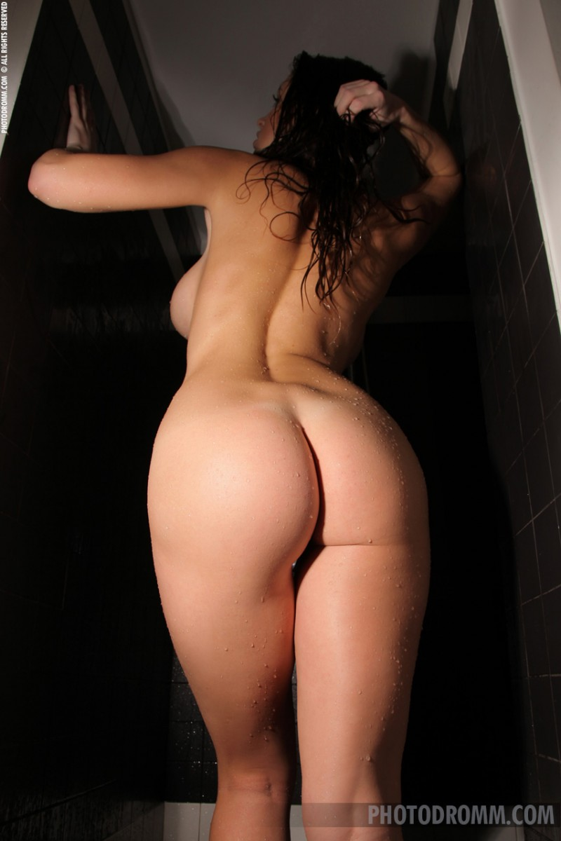 luciana-shower-photodromm-09