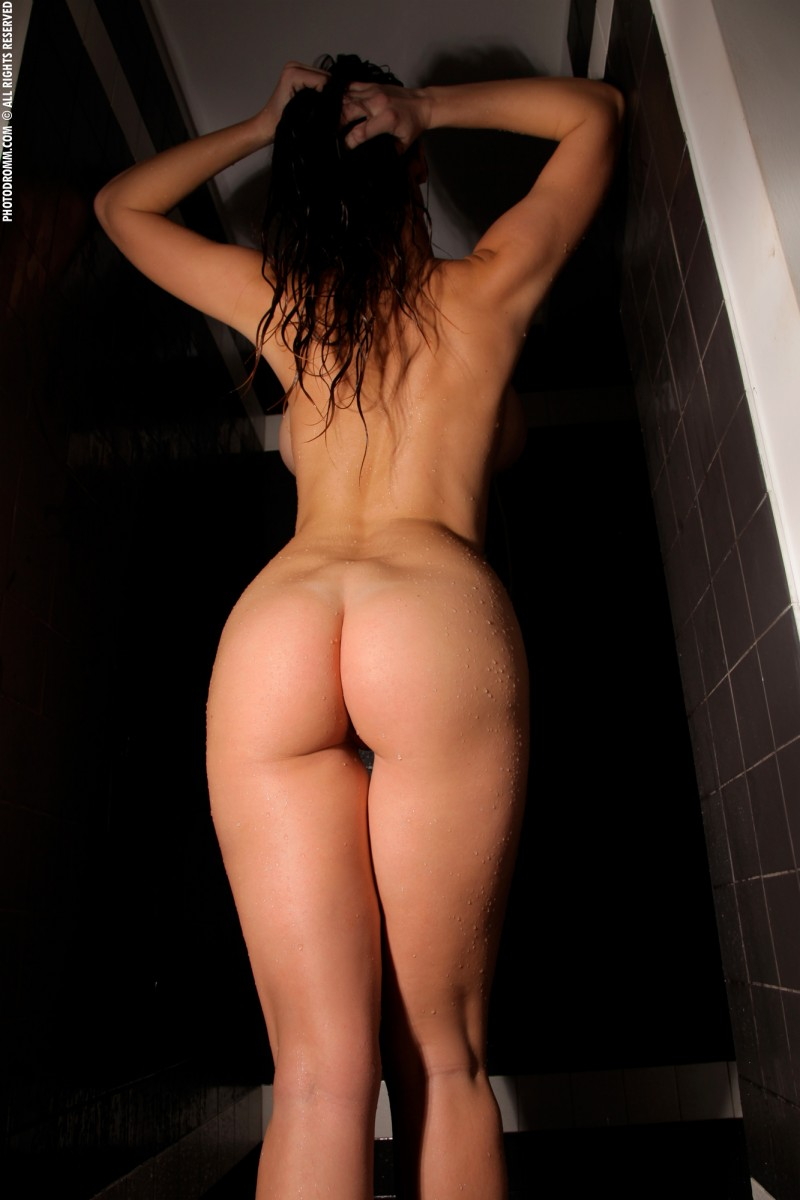 luciana-shower-photodromm-11