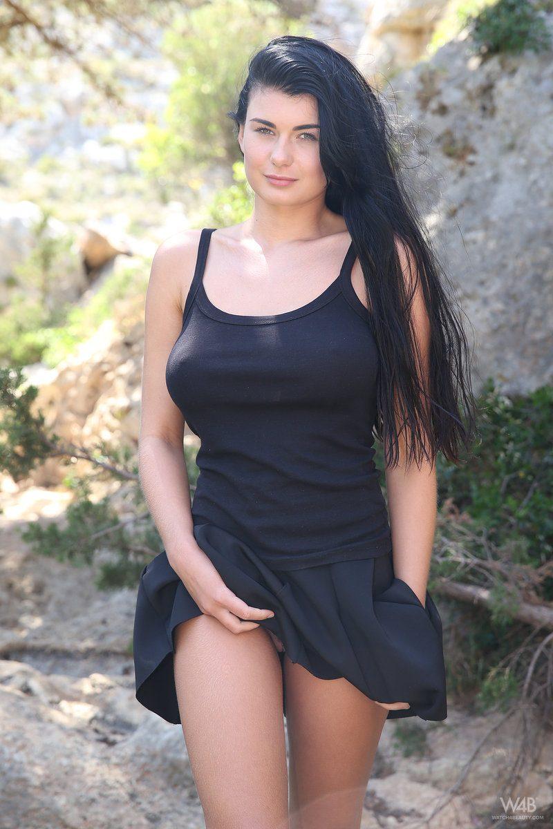 lucy-black-skirt-boobs-watch4beauty-02