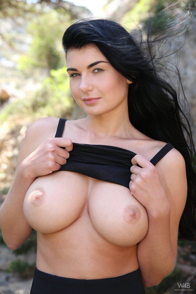 lucy-black-skirt-boobs-watch4beauty-05