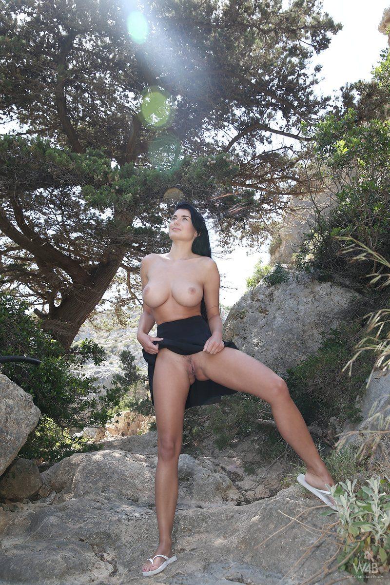 lucy-black-skirt-boobs-watch4beauty-10