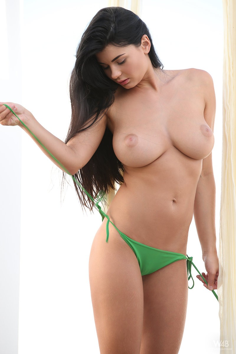 lucy-hanging-bikini-boobs-watch4beauty-06