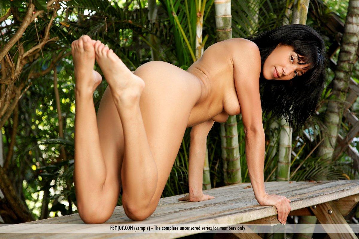 Luna skinny brunette femjoy naked girls 18+