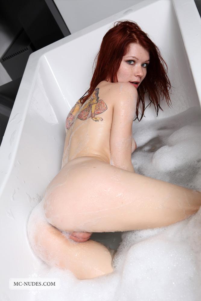 lynette-bath-mc-nudes-01