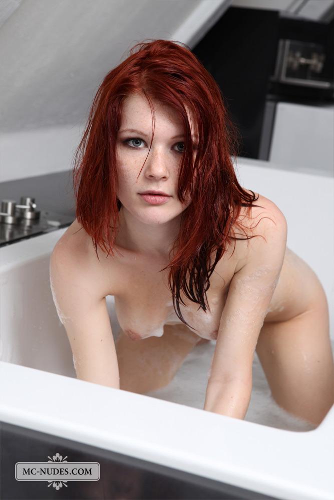 lynette-bath-mc-nudes-07