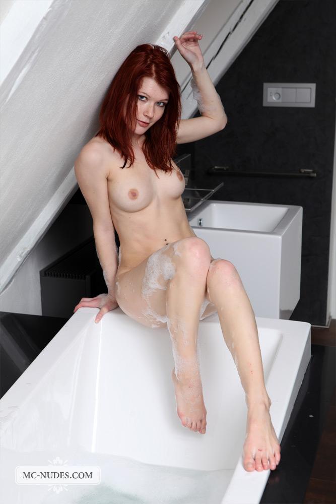 lynette-bath-mc-nudes-11
