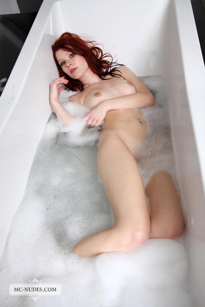 lynette-bath-mc-nudes-15