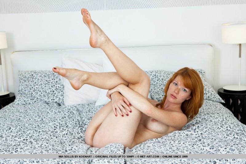 mia-sollis-bed-met-art-17