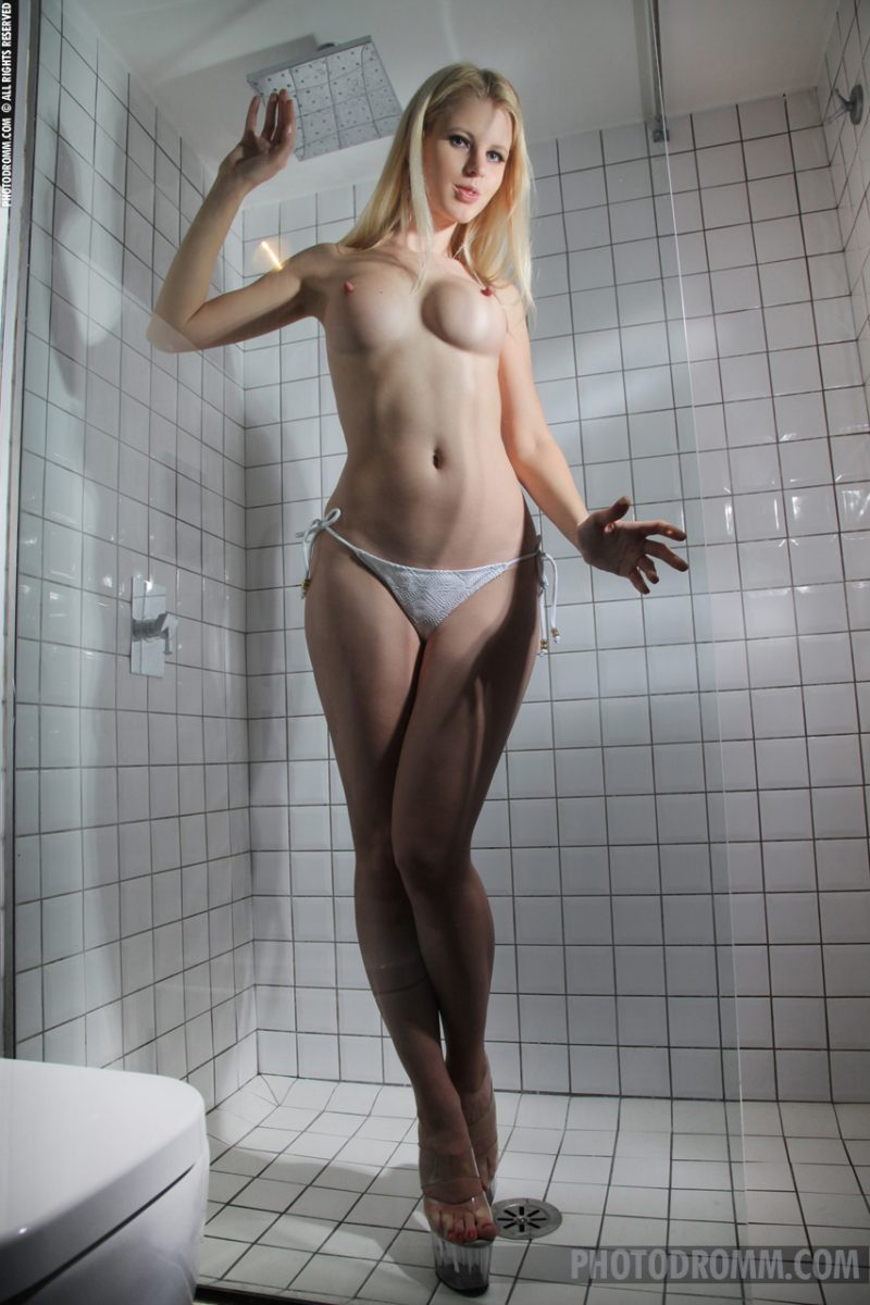 ASA freakinnnnnnnn busty blonde in the shower love seeing