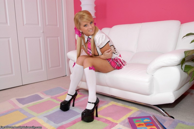 dezarae-sanford-pink-schoolgirl-01