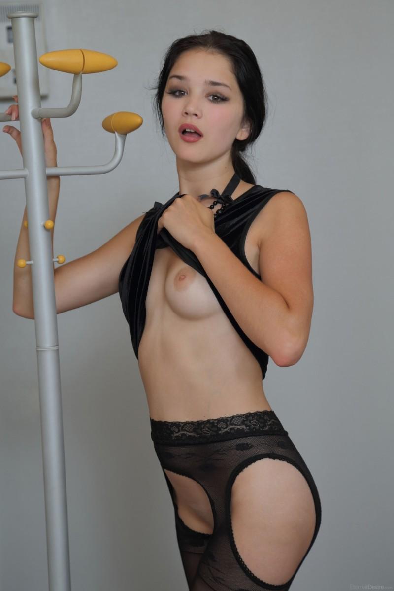 malena-fendi-pantyhose-eternal-desire-03