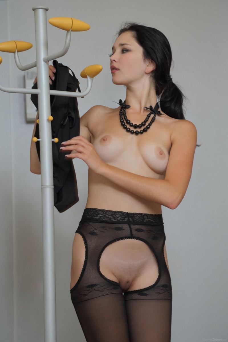 malena-fendi-pantyhose-eternal-desire-05