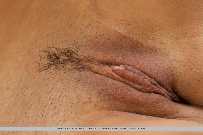 malina-a-naked-leather-sofa-erotic-beauty-11