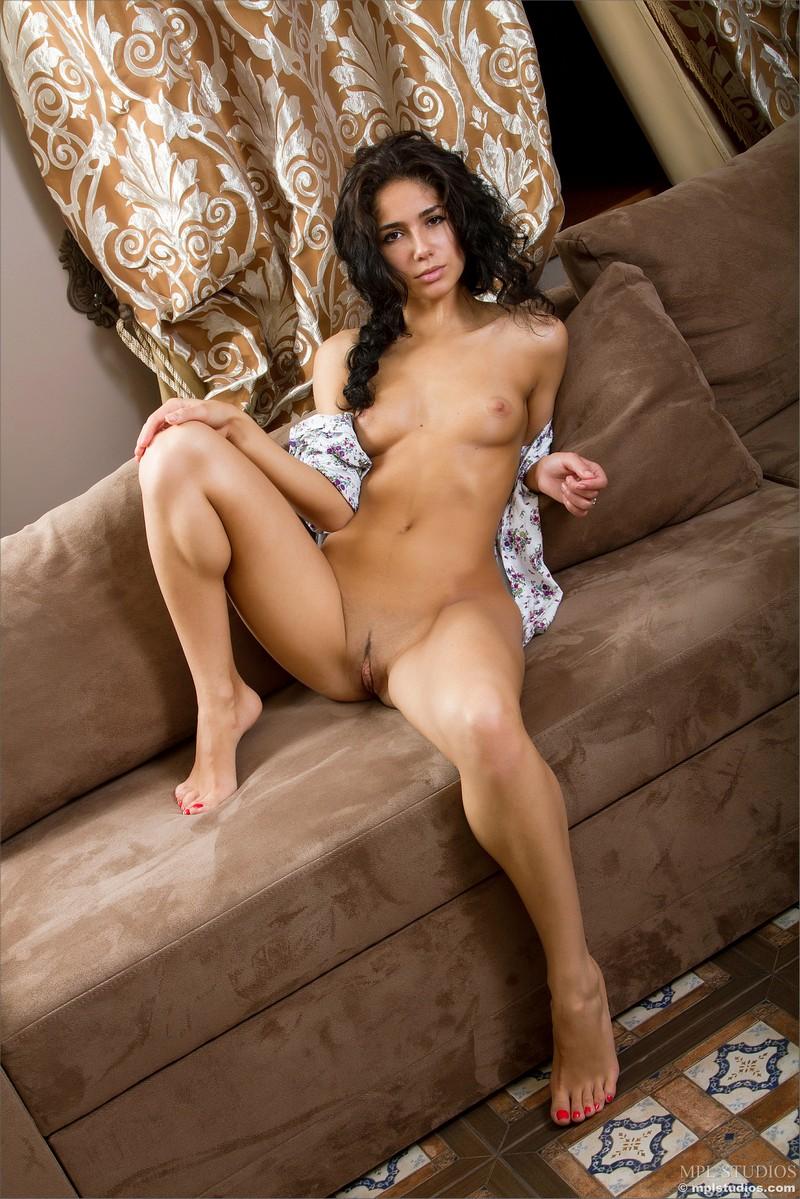 arkina-nude-couch-mplstudios-08