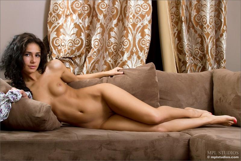 arkina-nude-couch-mplstudios-20