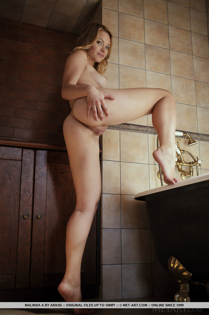 malinda-a-bathroom-nude-metart-14