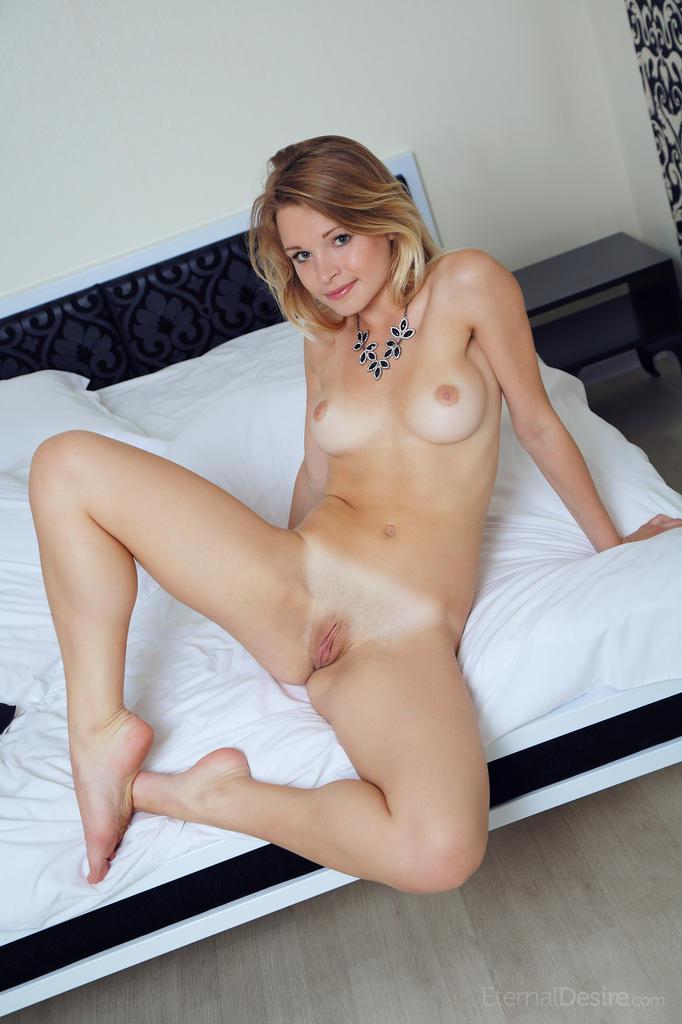 malinda-a-nude-bedroom-eternal-desire-03