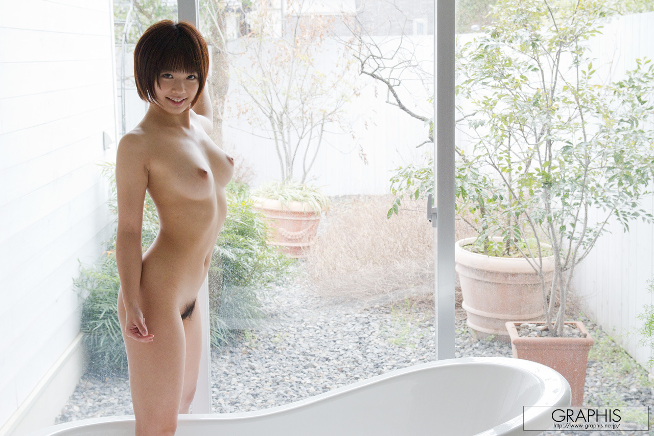 mana-sakura-asian-nude-bath-graphis-24