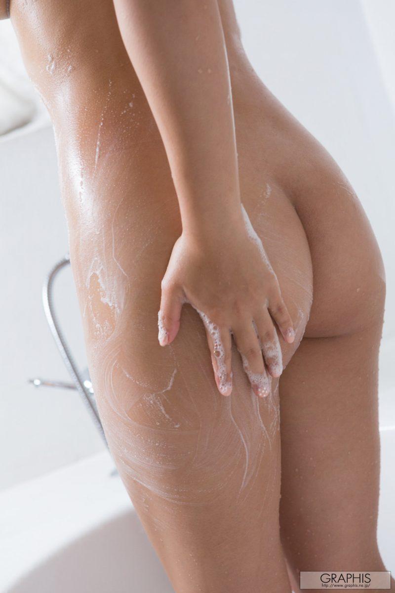 mana-sakura-sport-nude-shower-graphis-28