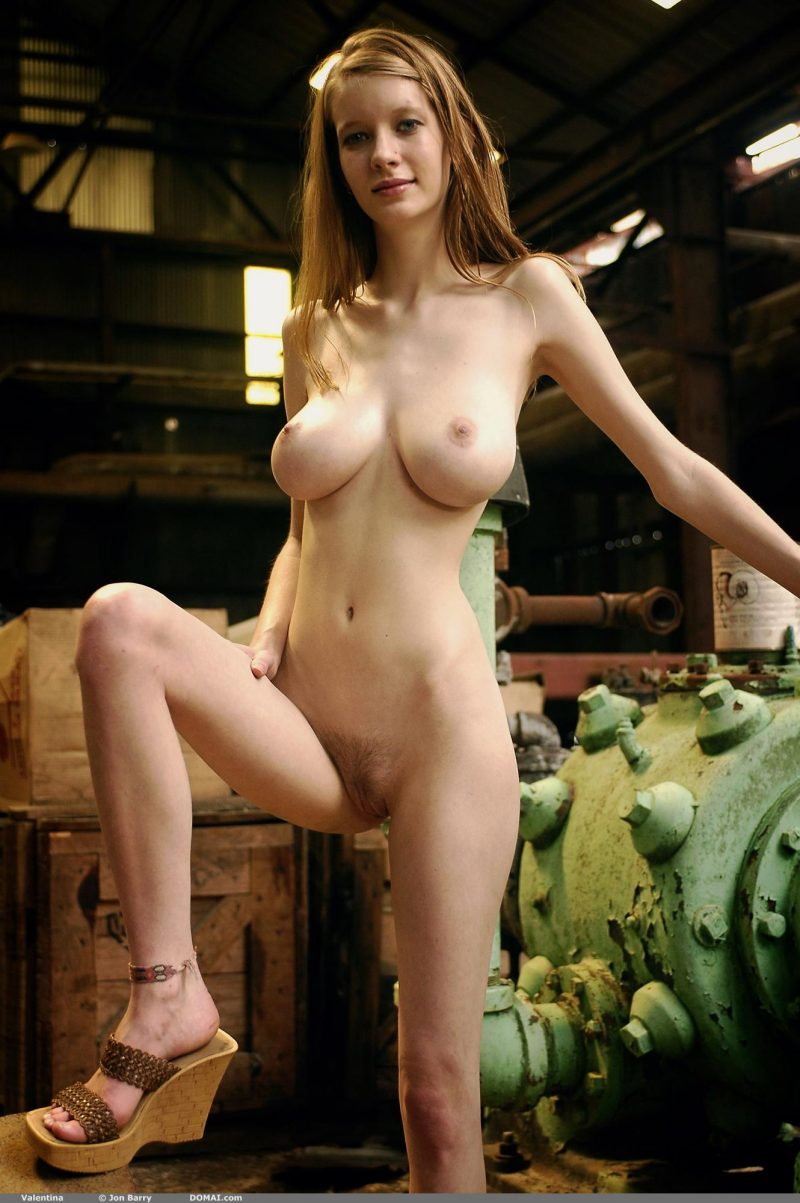 tall naked women with large natural breasts