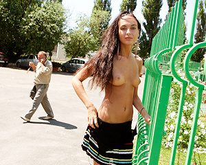 maria-z-skinny-nude-flash-in-public