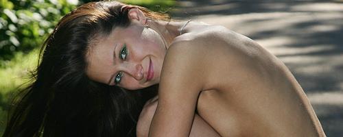 Maria nude in park