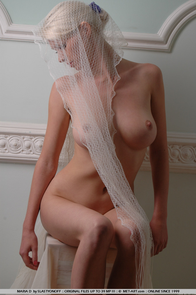 maria-d-blonde-veil-boobs-metart-01