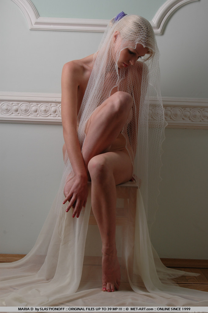 maria-d-blonde-veil-boobs-metart-03