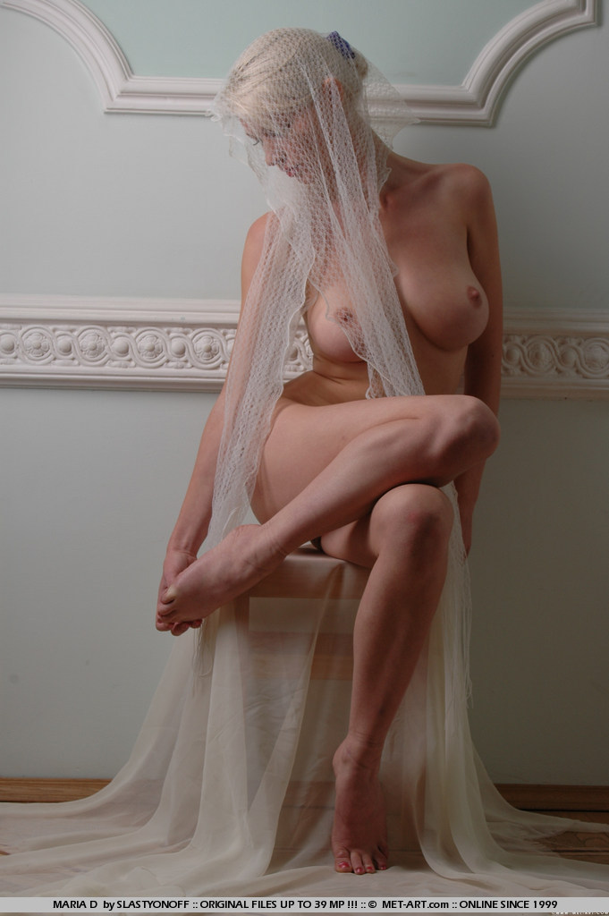maria-d-blonde-veil-boobs-metart-04